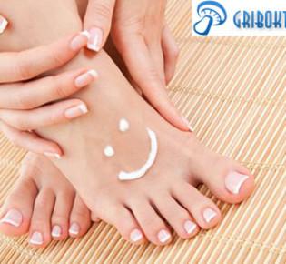 Лечение грибка между пальцами ног: мази и крема