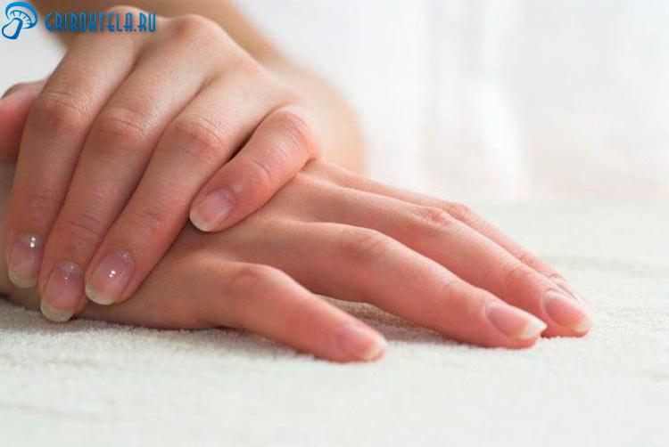 Здоровые руки после лечения глубоких микозов